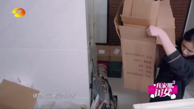 Choáng nặng trước căn hộ bề bộn, quần áo vứt lung tung, bị hàng xóm khiếu nại nhà toàn rác của Mỹ nhân ngư Lâm Duẫn - Ảnh 8.