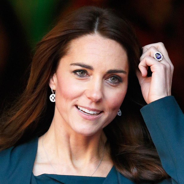 """Công nương Kate đột nhiên tháo nhẫn đính hôn trong sự kiện gần đây: Tưởng cô """"dỗi"""" chồng, hóa ra là vì một lý do rất cảm động - Ảnh 1."""