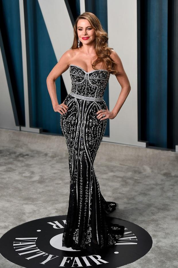 Tiệc hậu Oscar 2020: Chị em Kim ngồn ngộn chiếm trọn spotlight, cả dàn thiên thần Victorias Secret đè bẹp bà xã Justin Bieber - Ảnh 25.