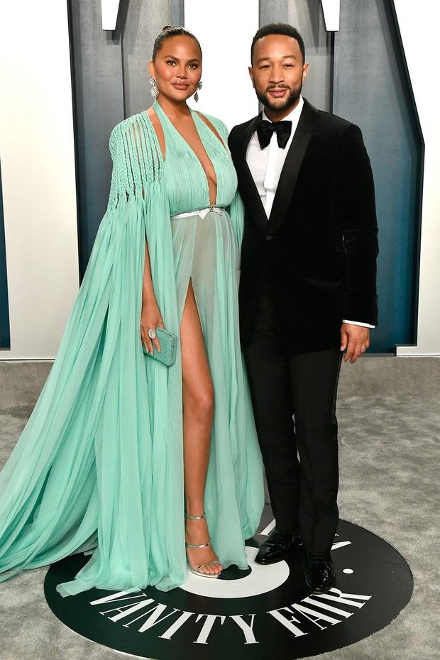 Tiệc hậu Oscar 2020: Chị em Kim ngồn ngộn chiếm trọn spotlight, cả dàn thiên thần Victorias Secret đè bẹp bà xã Justin Bieber - Ảnh 20.