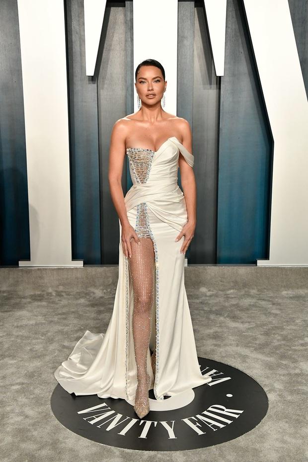 Tiệc hậu Oscar 2020: Chị em Kim ngồn ngộn chiếm trọn spotlight, cả dàn thiên thần Victorias Secret đè bẹp bà xã Justin Bieber - Ảnh 17.