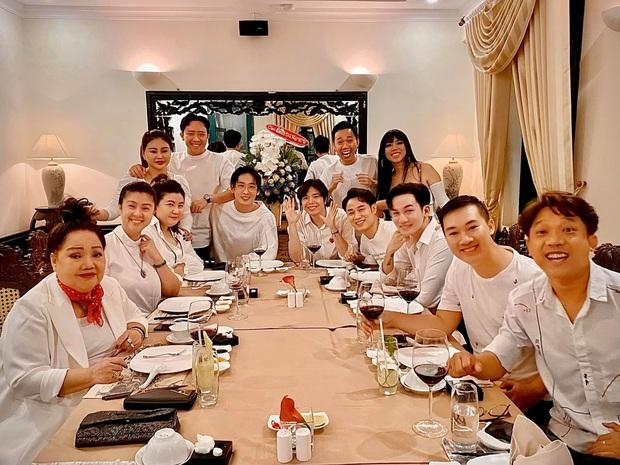 Trấn Thành tổ chức tiệc sinh nhật muộn bên hội bạn thân, nhưng bà xã Hari Won sao lại vắng mặt khó hiểu thế này? - Ảnh 1.