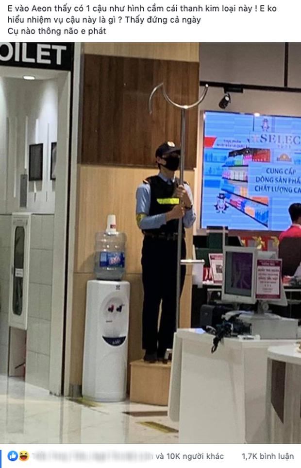 """Lại là """"nước Nhật diệu kỳ"""" với bức ảnh thanh kim loại kỳ lạ anh bảo vệ cầm trong siêu thị, tìm ra công dụng mới bất ngờ - Ảnh 1."""