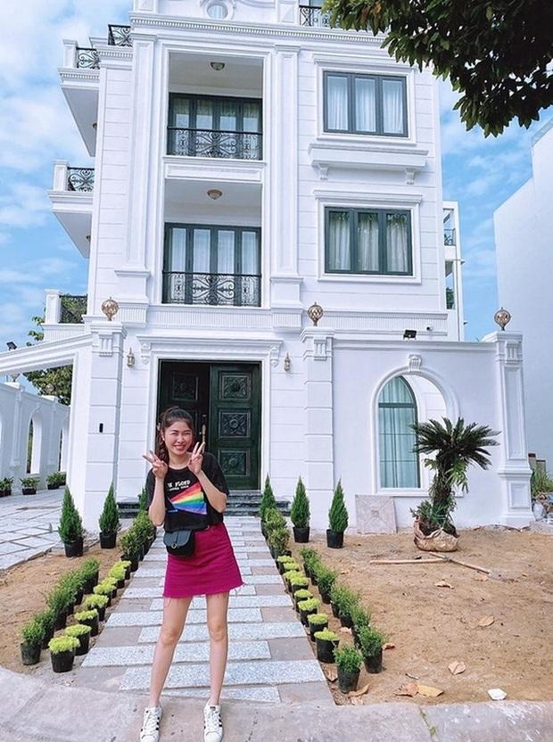 Hoa mắt vì biệt thự mới tậu của dàn sao Việt: Toàn bạc tỷ siêu sang, nhà Ngọc Trinh xa hoa như khách sạn 5 sao - Ảnh 7.