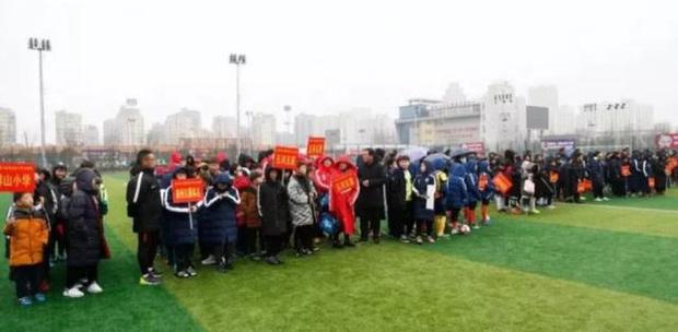 Bóng đá Trung Quốc rúng động khi chứng kiến cầu thủ đầu tiên nhiễm virus corona, nguyên nhân nhiều khả năng tới từ sự tắc trách của BTC một giải đấu trẻ - Ảnh 1.