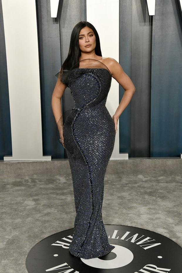 Tiệc hậu Oscar 2020: Chị em Kim ngồn ngộn chiếm trọn spotlight, cả dàn thiên thần Victorias Secret đè bẹp bà xã Justin Bieber - Ảnh 2.