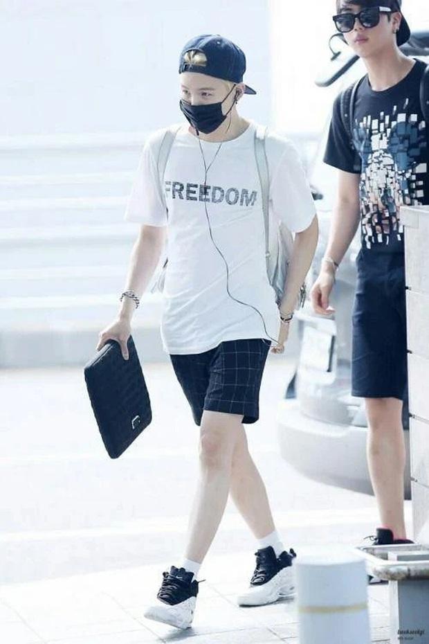 Bị idol nữ xa lánh, mỹ nam BTS tiết lộ lý do khiến ai cũng phải á ố: Mình là Suga và chân mình đẹp như chân của SNSD - Ảnh 10.