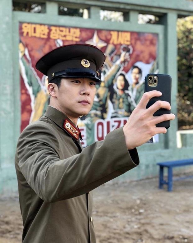 Tranh cãi dàn sao Crash landing on you thời đi học: Anh em Hyun Bin xuất sắc, 2 chị đẹp bị đuổi học, nam phụ dính phốt - Ảnh 6.