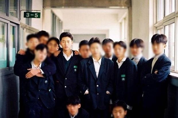 Tranh cãi dàn sao Crash landing on you thời đi học: Anh em Hyun Bin xuất sắc, 2 chị đẹp bị đuổi học, nam phụ dính phốt - Ảnh 2.