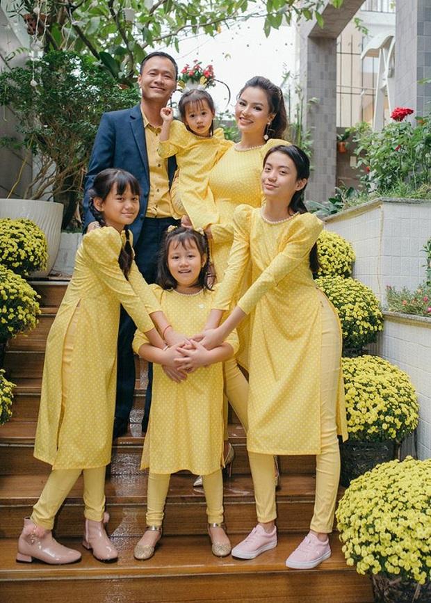 Hoa mắt vì biệt thự mới tậu của dàn sao Việt: Toàn bạc tỷ siêu sang, nhà Ngọc Trinh xa hoa như khách sạn 5 sao - Ảnh 9.
