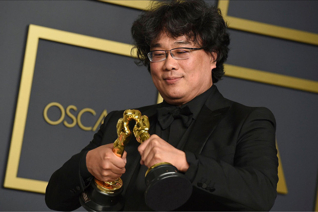 Khoảnh khắc cha đẻ Ký sinh trùng tạo dáng cưng muốn xỉu ở Oscar: Khi bạn có quá nhiều tượng vàng và muốn... đẻ ra thêm - Ảnh 2.