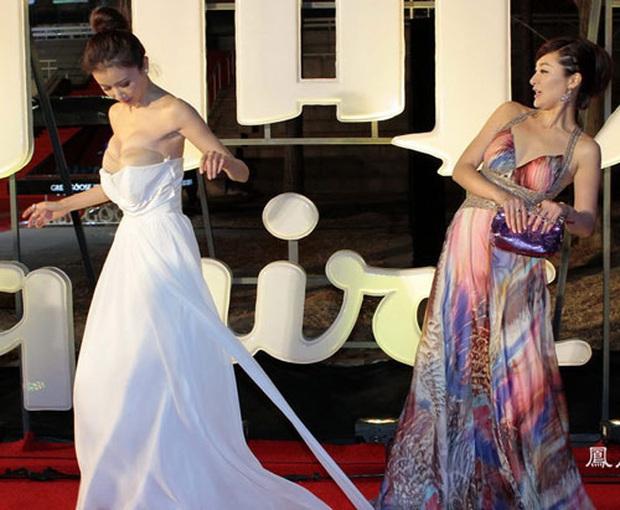 Mỹ nhân Cbiz và sự cố trang phục: Dương Tử - Lưu Diệc Phi muối mặt vì hàng rởm, loạt mỹ nhân ê chề vì tuột váy - Ảnh 14.