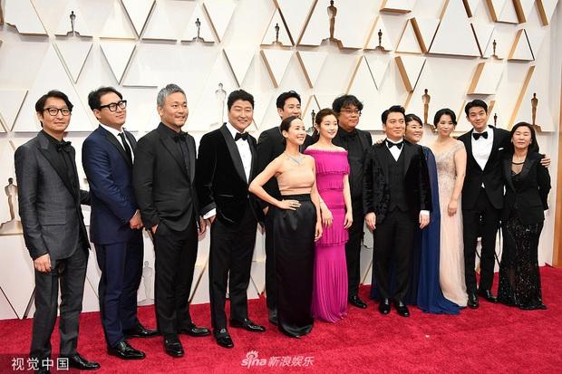 Siêu thảm đỏ Oscar 2020: Dàn sao Ký Sinh Trùng quá đỉnh, Goá Phụ Đen và Leonardo visual xuất sắc, sự kiện hỗn loạn vì mưa lớn - Ảnh 6.