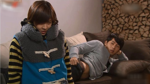Không đợi đến Crash Landing On You đâu, 10 năm trước Hyun Bin từng vạch áo khoe thân rồi này! - Ảnh 4.
