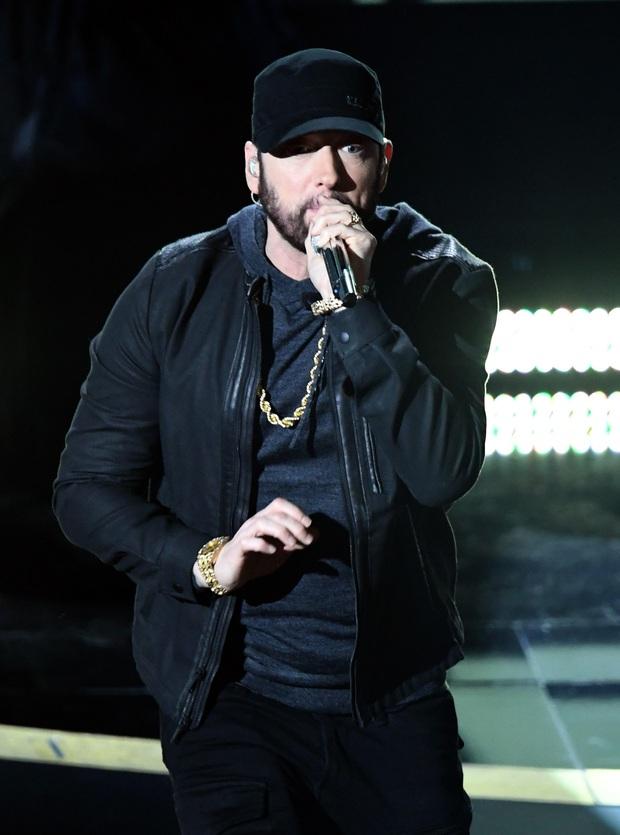 Netizen ngỡ ngàng vì Eminem xuất hiện tại Oscars: Sao lớn cỡ nào cũng thành teen quẩy với chú rapper! - Ảnh 2.