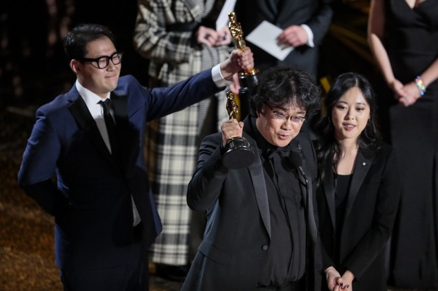 Sau khi Parasite ẵm một hơi 4 giải xịn nhất ở Oscar 2020, đạo diễn Bong Joon Ho vỡ òa: Điều này thật sự điên rồ! - Ảnh 4.