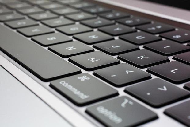 Sao Oscar lên nhận giải còn tế luôn cả Apple, chỉ trích bàn phím MacBook chất lượng quá tệ - Ảnh 3.