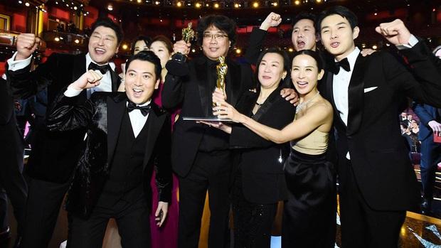 Bộ não kim cương Bong Joon Ho: 4 tượng vàng Oscar danh giá, phá bỏ rào cản phụ đề bằng ngôn ngữ điện ảnh! - Ảnh 1.