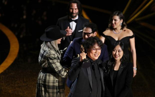 Bộ não kim cương Bong Joon Ho: 4 tượng vàng Oscar danh giá, phá bỏ rào cản phụ đề bằng ngôn ngữ điện ảnh! - Ảnh 2.