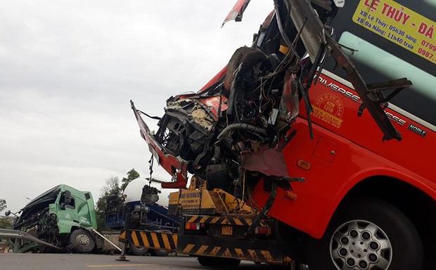 Tai nạn kinh hoàng tại Huế, xe khách tông liên hoàn, 7 người bị thương - Ảnh 1.