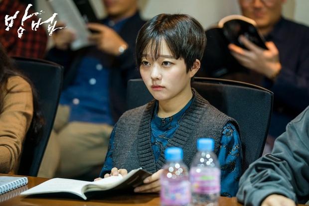 Giữa bão càn quét Oscar, phim kinh dị của con gái họ Park Kí Sinh Trùng leo thẳng top 1 tìm kiếm tại quê nhà - Ảnh 4.