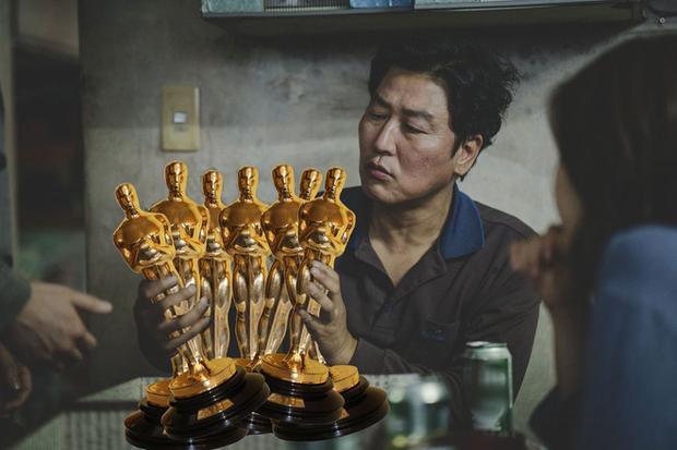 Fan Parasite chơi khéo tay nhà làm bằng loạt ảnh meme cười rụng nụ thể hiện niềm vui lịch sử ở Oscar - Ảnh 6.