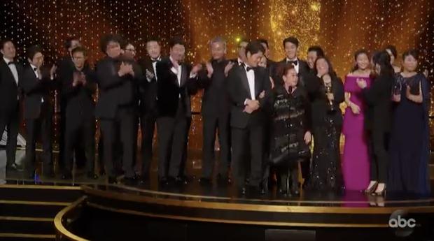 Báo chí toàn thế giới sốc nặng trước thành tích của Parasite: Oscar 2020 bị chỉ trích vì toàn trắng, cuối cùng Châu Á chiến thắng - Ảnh 3.