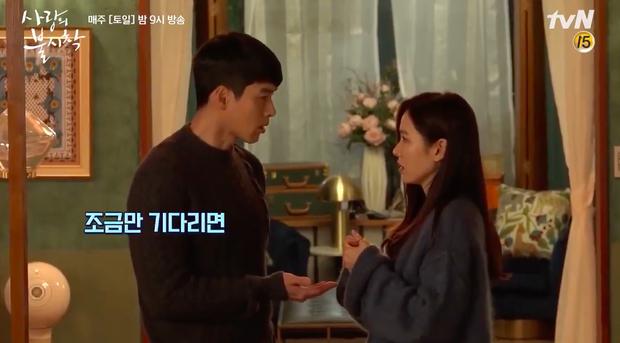 Hyun Bin mê mẩn chị đẹp Son Ye Jin quá rồi, ở hậu trường Crash Landing On You cũng tranh thủ đụng chạm tí? - Ảnh 2.