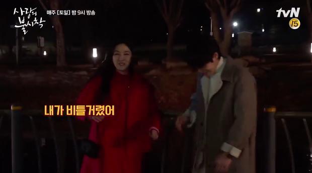 Hyun Bin mê mẩn chị đẹp Son Ye Jin quá rồi, ở hậu trường Crash Landing On You cũng tranh thủ đụng chạm tí? - Ảnh 7.