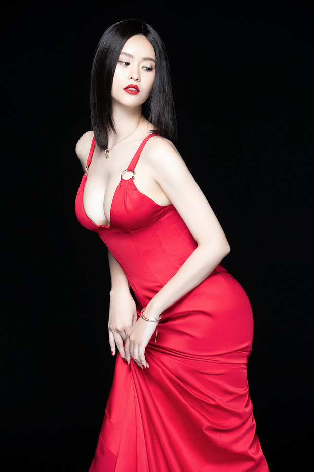 Trương Quỳnh Anh lột xác sexy hậu ly hôn: Diện váy xẻ sâu hun hút khoe trọn ngực đầy, nhan sắc ngày càng thăng hạng - Ảnh 6.