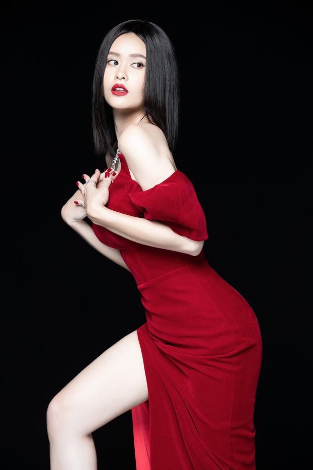 Trương Quỳnh Anh lột xác sexy hậu ly hôn: Diện váy xẻ sâu hun hút khoe trọn ngực đầy, nhan sắc ngày càng thăng hạng - Ảnh 2.
