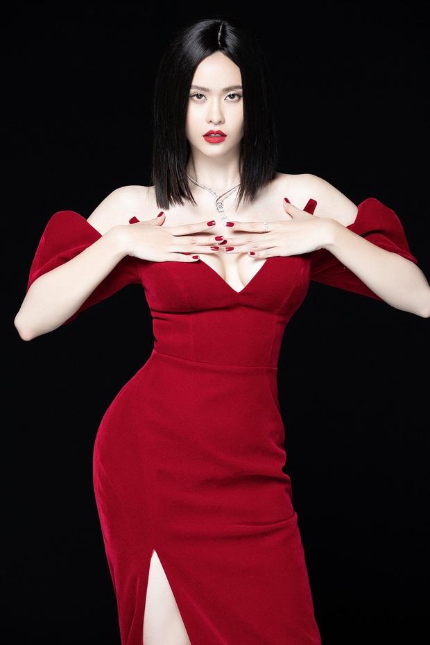 Trương Quỳnh Anh lột xác sexy hậu ly hôn: Diện váy xẻ sâu hun hút khoe trọn ngực đầy, nhan sắc ngày càng thăng hạng - Ảnh 1.