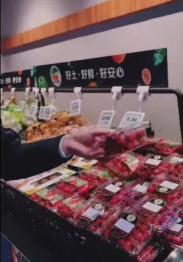 Bác sĩ chỉ cách đi mua sắm trong siêu thị, trung tâm thương mại đề phòng lây nhiễm Covid-19 - Ảnh 5.