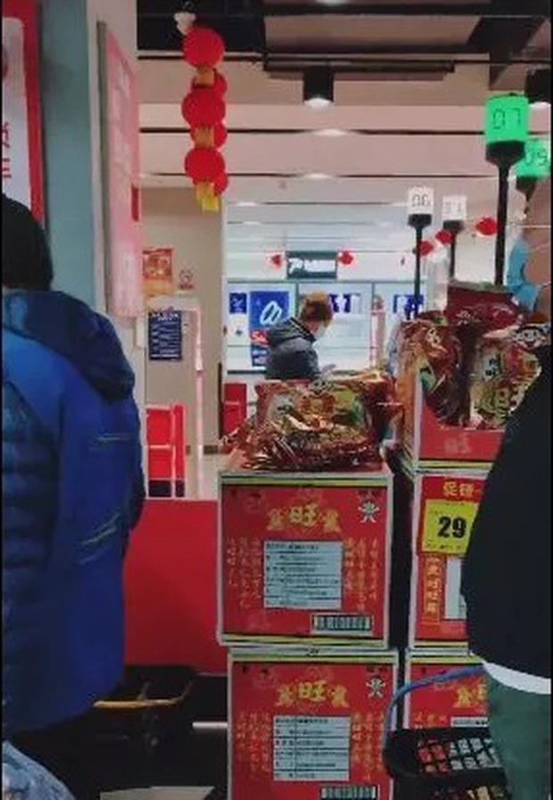 Bác sĩ chỉ cách đi mua sắm trong siêu thị, trung tâm thương mại đề phòng lây nhiễm Covid-19 - Ảnh 6.
