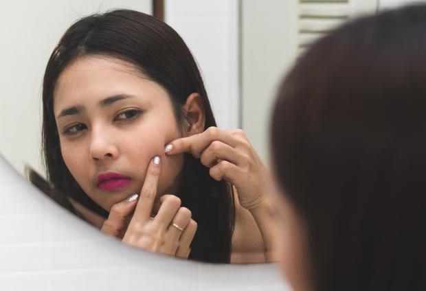 7 sai lầm to đùng khi chăm sóc da khiến lỗ chân lông của bạn ngày càng lộ rõ - Ảnh 2.