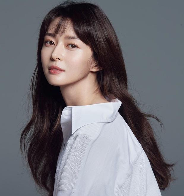 Nữ phụ hot nhất Itaewon Class Kwon Nara: Mỹ nhân hiếm có được Lee Jong Suk theo đuổi như tổng tài hay nhân tố thị phi mới? - Ảnh 5.