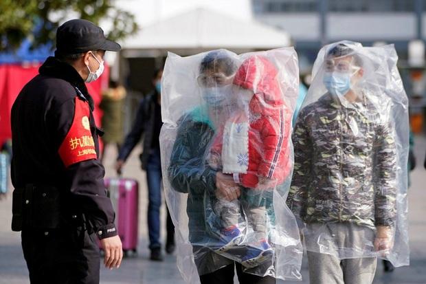 Nóng: Thành phố ngay sát tâm dịch Vũ Hán phát hiện 13.000 người có triệu chứng sốt - Ảnh 1.