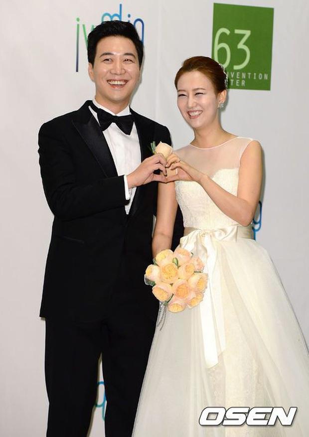 Eun Ji (Apink) bị chỉ trích dữ dội vì công khai hỏi tiền bối chuyện ngoại tình, còn là đàn anh nổi tiếng gia đình ấm êm - Ảnh 2.