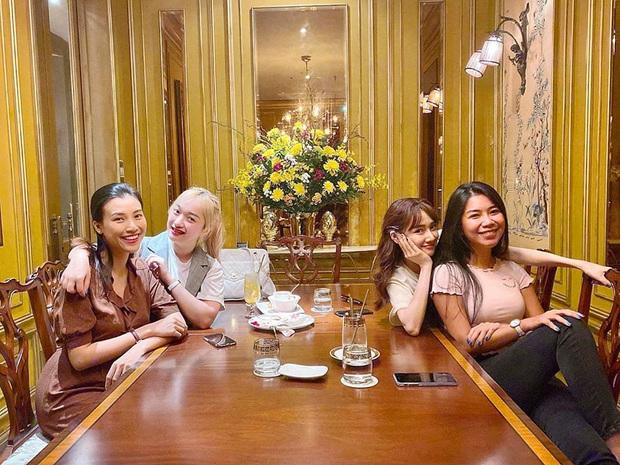 Hội bạn thân Nhã Phương - Hoàng Oanh hẹn hò: Ai cũng xinh, nữ MC đình đám thành tâm điểm vì vòng 2 lớn thấy rõ - Ảnh 3.