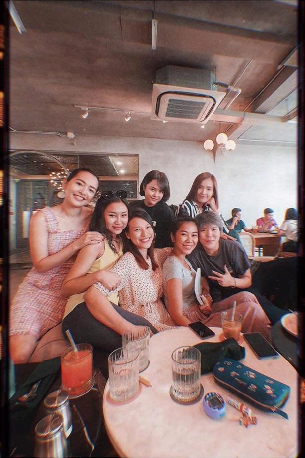 Hội bạn thân Nhã Phương - Hoàng Oanh hẹn hò: Ai cũng xinh, nữ MC đình đám thành tâm điểm vì vòng 2 lớn thấy rõ - Ảnh 4.