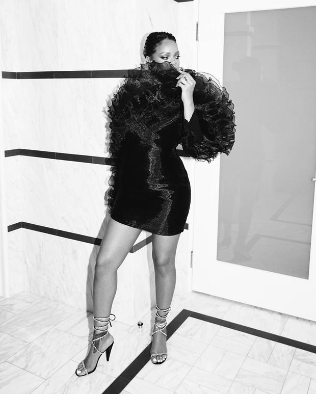 Tiệc hậu Oscar siêu hoành tráng: Kylie quất váy xẻ sâu chặt chém hết cỡ, Khloe - Rihanna chẳng chịu thua chị kém em - Ảnh 7.