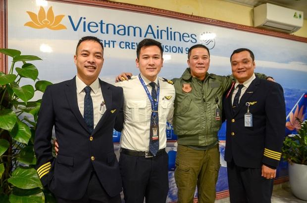 Cơ phó trẻ tuổi trong chuyến bay đưa 30 công dân từ Vũ Hán về nước: Đây là kỷ niệm tôi sẽ không thể nào quên trong suốt cuộc đời cầm lái của mình - Ảnh 5.