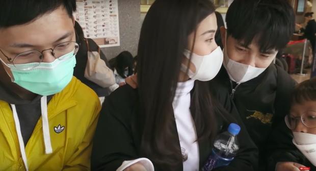 """Đánh liều """"đối đầu"""" với virus Corona, Đông Nhi - Ông Cao Thắng rủ cả gia đình du lịch Đài Loan dịp đầu năm, vui vẻ đi ăn uống khắp nơi - Ảnh 25."""