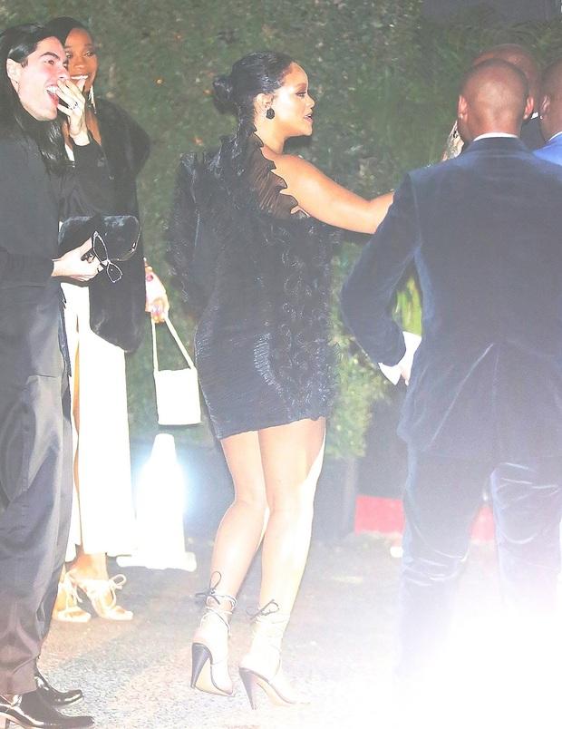 Tiệc hậu Oscar siêu hoành tráng: Kylie quất váy xẻ sâu chặt chém hết cỡ, Khloe - Rihanna chẳng chịu thua chị kém em - Ảnh 9.