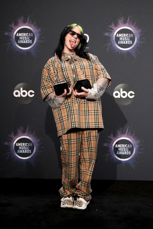 Bất ngờ lý do sau việc thiên tài Grammy Billie Eilish toàn mặc đồ siêu rộng, tưởng đơn giản nhưng lại rất đáng suy ngẫm - Ảnh 3.
