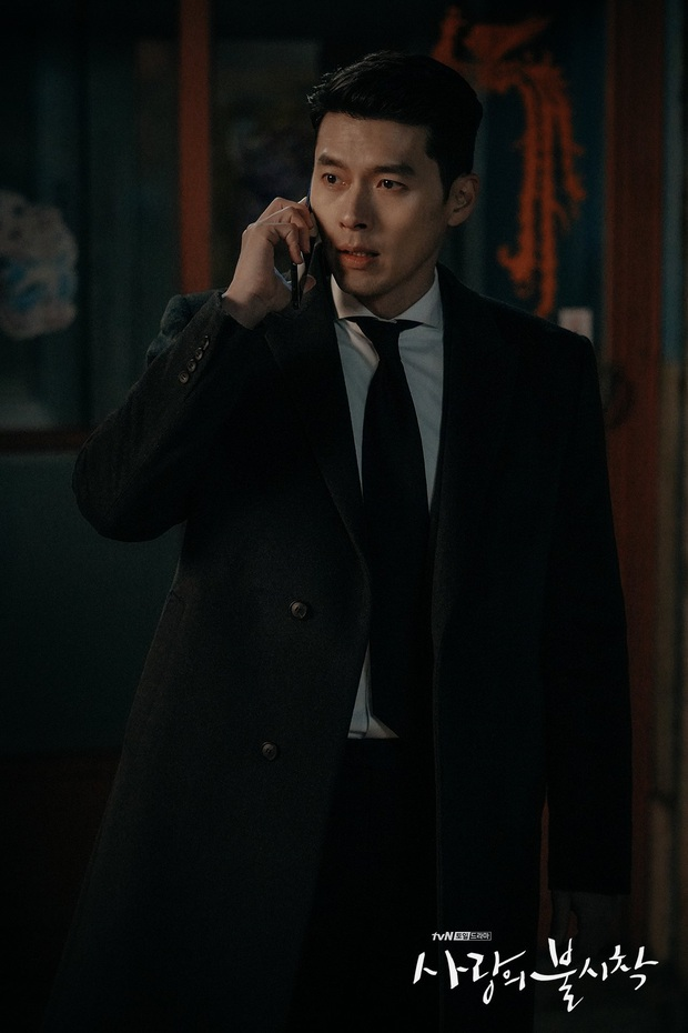 Lộ ảnh hậu trường Crash Landing On You tập cuối: Hyun Bin bị còng tay, tạm biệt Son Ye Jin trước khi đi lãnh án? - Ảnh 4.