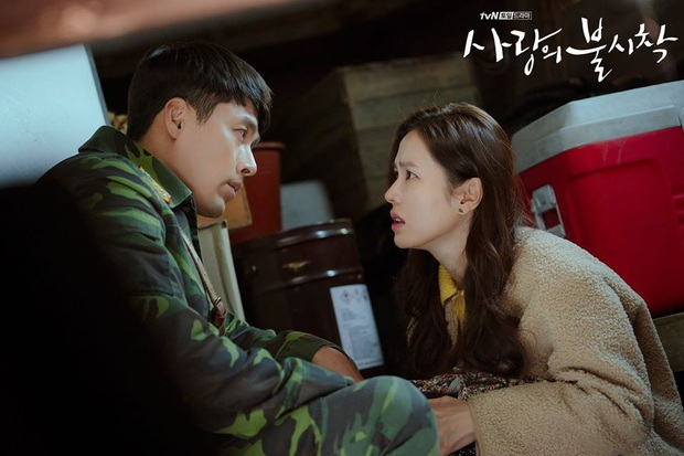 Lộ ảnh hậu trường Crash Landing On You tập cuối: Hyun Bin bị còng tay, tạm biệt Son Ye Jin trước khi đi lãnh án? - Ảnh 5.