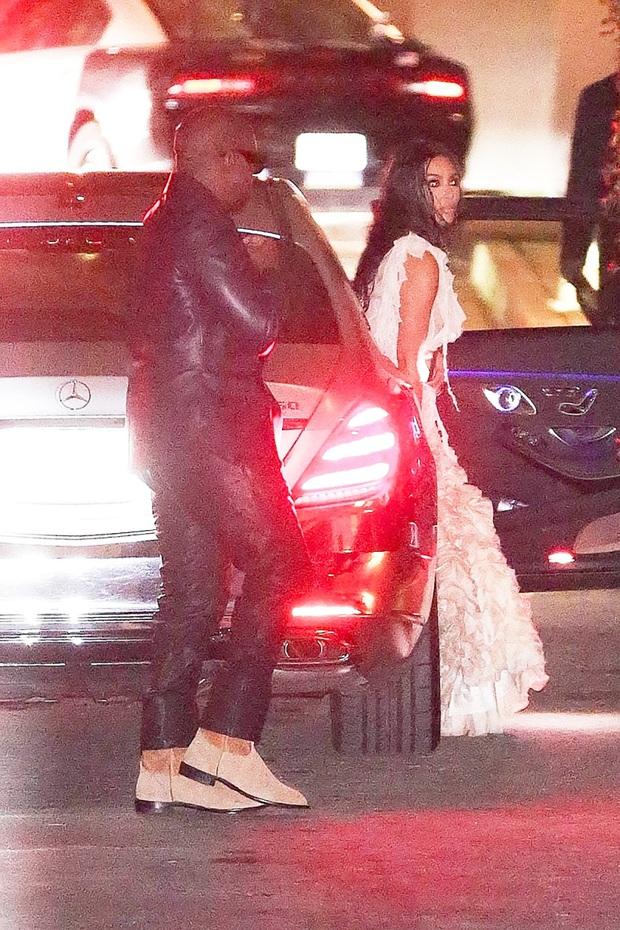 Tiệc hậu Oscar siêu hoành tráng: Kylie quất váy xẻ sâu chặt chém hết cỡ, Khloe - Rihanna chẳng chịu thua chị kém em - Ảnh 11.