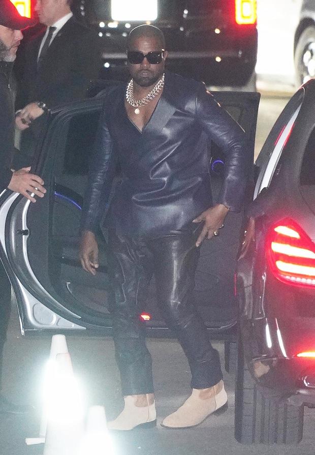 Tiệc hậu Oscar siêu hoành tráng: Kylie quất váy xẻ sâu chặt chém hết cỡ, Khloe - Rihanna chẳng chịu thua chị kém em - Ảnh 12.