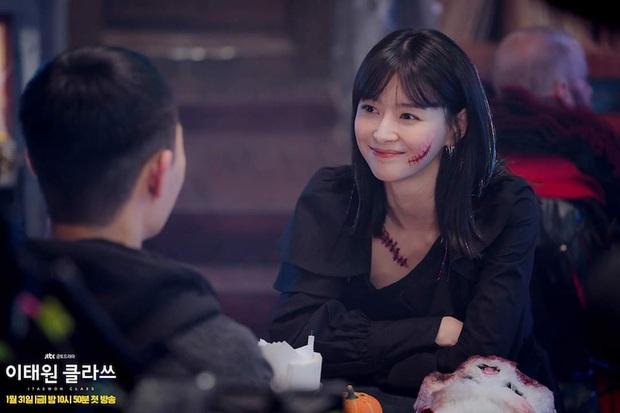 Đang trên đà bùng nổ rating, tình đầu Park Seo Joon ở Thế Hệ Itaewon bất ngờ nhập viện khi quay phim - Ảnh 2.